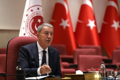Ministro da Defesa da Turquia Hulusi Akar, durante reunião sobre o Afeganistão em Ancara, 23 de agosto de 2021 [Ministério da Defesa da Turquia/Agência Anadolu]