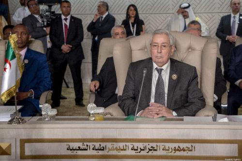 Ex-Presidente da Argélia Abdelkadar Bensalah durante sessão de abertura da 30ª Cúpula da Liga Árabe, em Túnis, Tunísia, 31 de março de 2019 [Yassine Gaidi/Agência Anadolu]