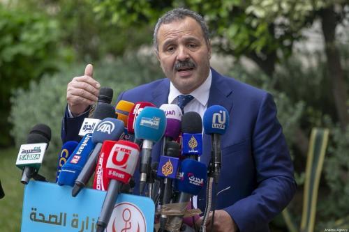 Abdellatif Mekki, ex-Ministro da Saúde da Tunísia, durante coletiva de imprensa sobre o coronavírus, na capital Túnis, 21 de março de 2020 [Yassine Gaidi/Agência Anadolu]