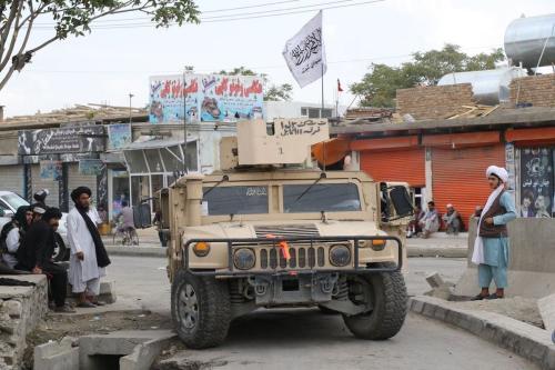 Membros do Talibã patrulham as ruas da capital afegã Cabul em 01 de setembro de 2021. [Haroon Sabawoon/ Agência Anadolu ]