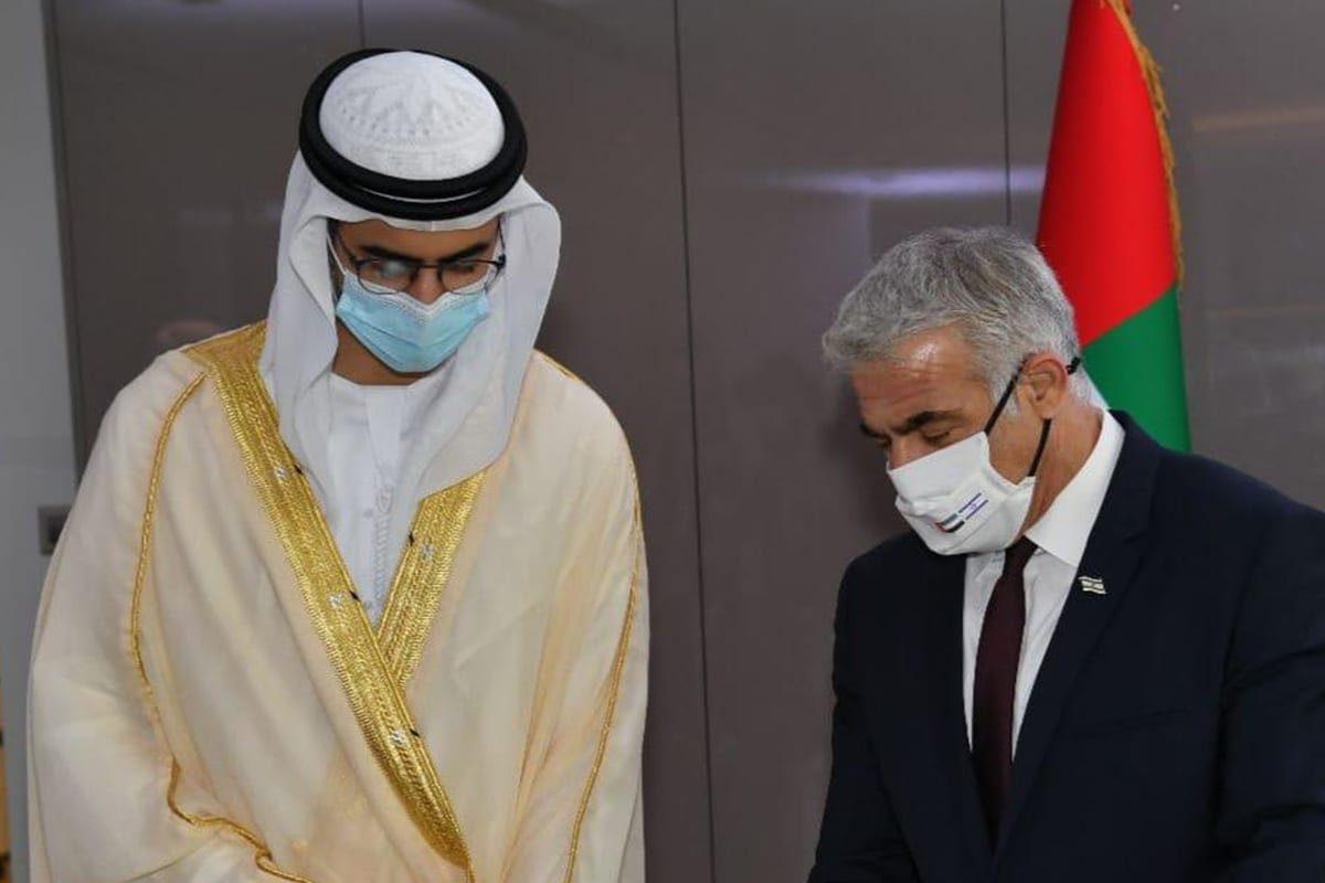 O ministro das Relações Exteriores de Israel, Yair Lapid, na cerimônia de abertura da embaixada israelense nos Emirados Árabes, 30 de junho de 2021 [yairlapid/Twitter]