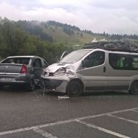 Două autoturisme s-au ciocnit pe raza comunei Dorna Candrenilor