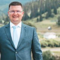 Tânărul om de afaceri Andrei Mazăre candidează pentru Primăria Dorna Arini