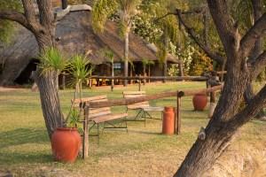 Die N'Kwazi-Lodge spielt eine andere Welt vor.