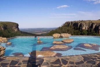 Das kleine Städtchen Graskop ist der Ausgangspunkt für den Besuch des Blyde River Canyon. Auf dem Camping namens Panorama View ist dieser wunderschöne Pool eingerichtet.