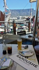 Essen mit Aussicht auf den Tafelberg.