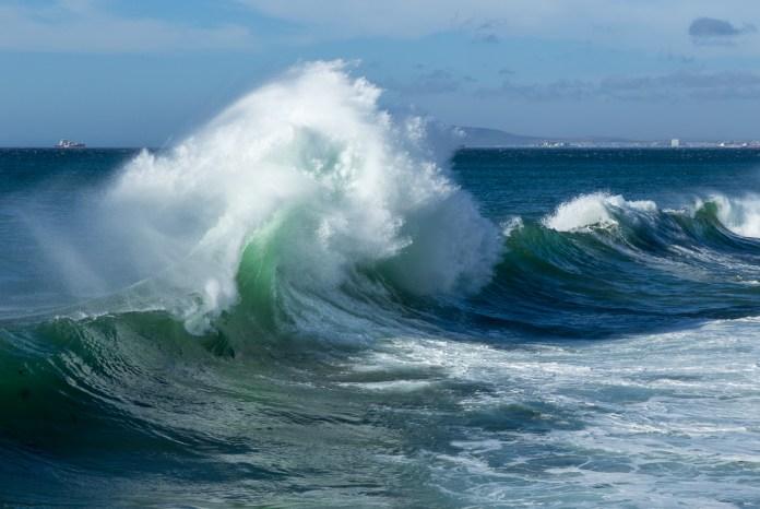 Den Spass lasse ich mir (Roli) nicht entgehen und fotografiere eine Stunde lang nur Wellen.