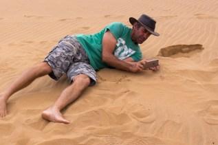 Living Desert Tour. Chris zeigt uns nicht nur, was im Sand alles lebt, sondern auch wie man es einmalig fotografiert.