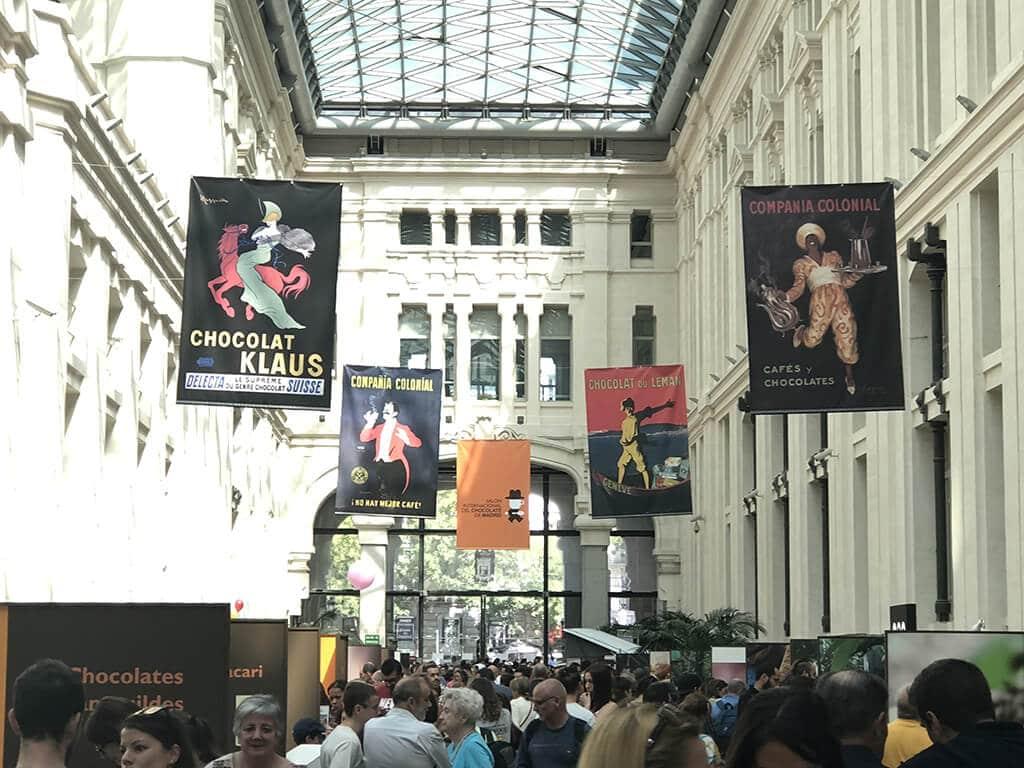 Vista de las lonas de 200 x 300 cm que decoraban el cielo del Salón Internacional del Chocolate