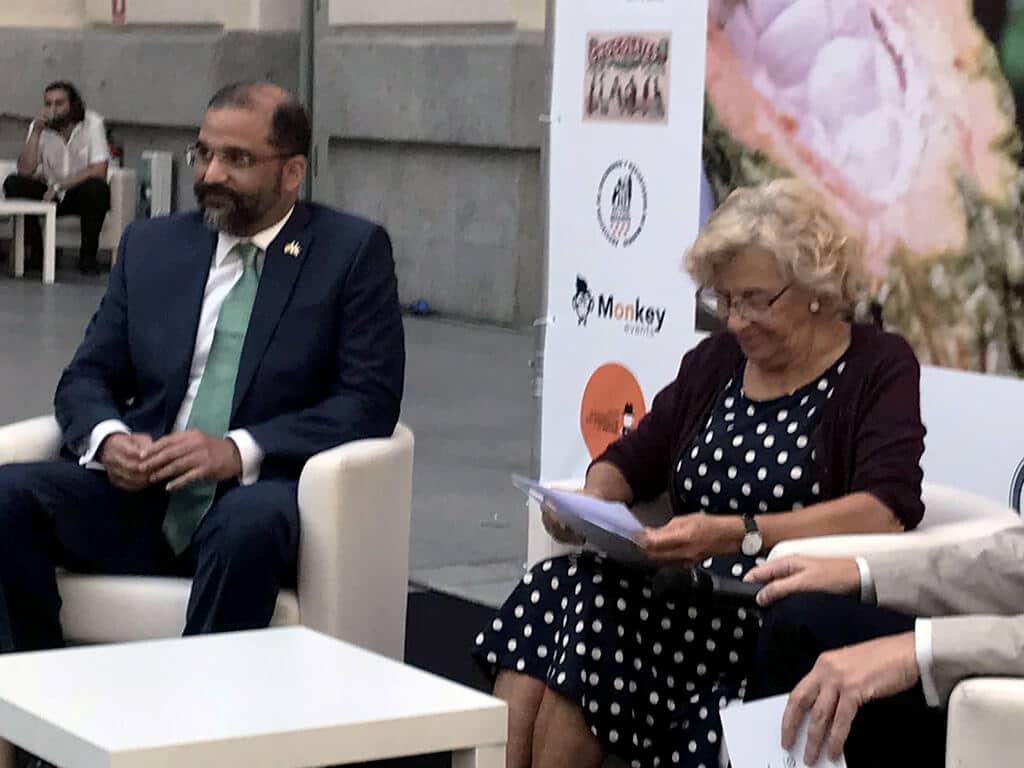 Manuela Carmena inaugura el Salón Internacional del Chocolate de Madrid