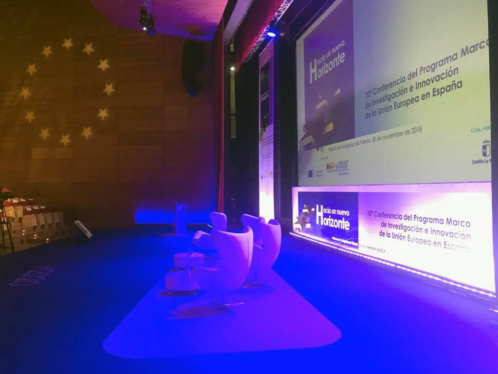 Vista lateral de los asientos del escenario