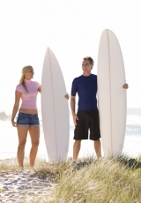 couple-surfboards