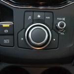 Los mandos del sistema de navegación y del sistema de audio están en una posición un tanto comprometida