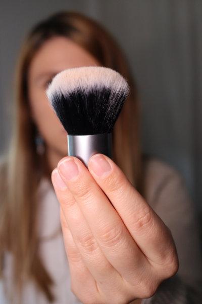 Kabuki Avril - Maquillage débutant - Mon peau de crème Emonoé