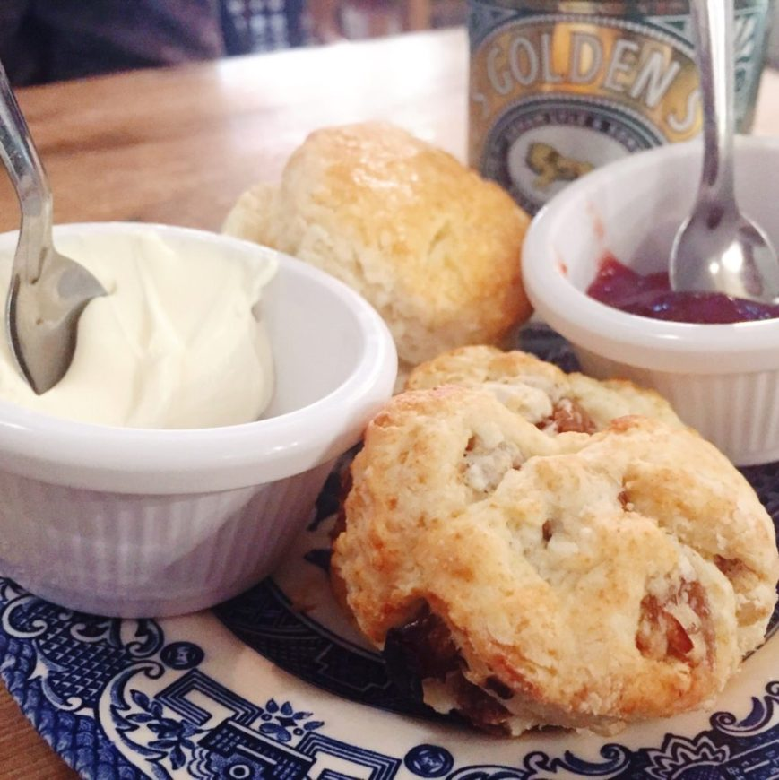 English country kitchen - gouter scones à Bordeaux