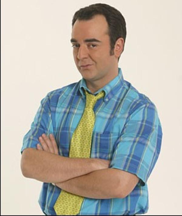 Bruno Solo avec chemise et cravate jaune