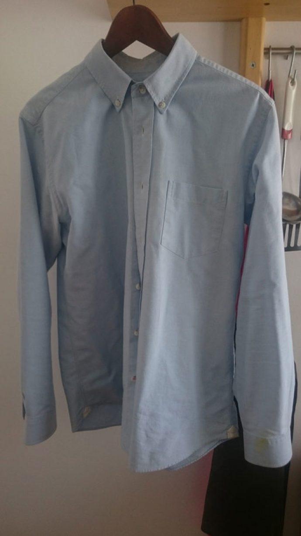 tâche chemise button down