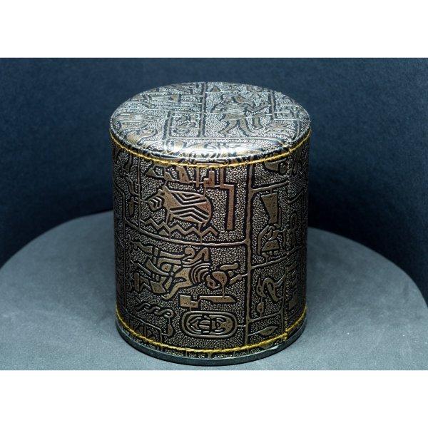 Gobelet à dés hiéroglyphes