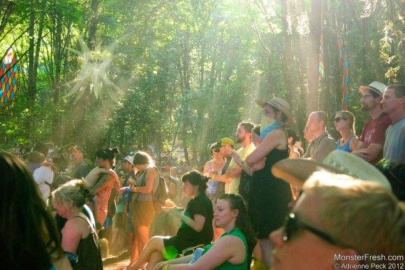 sun-rays-crowd