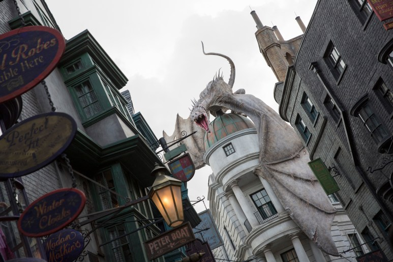 Universal Orlando's Diagon Alley Top July Theme Park Event, Details From The Red Carpet!