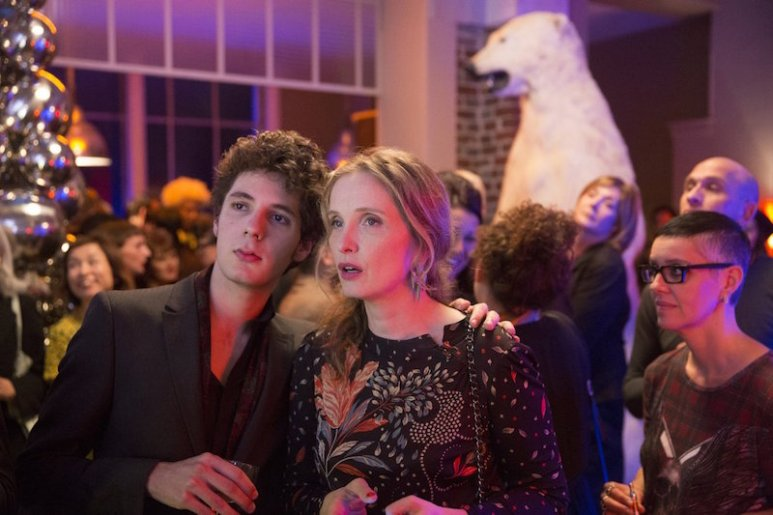 Delpy as Violette with her on-screen son Eloi dit Lolo, played by Vincent Lacoste
