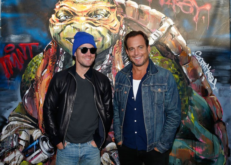 SYDNEY, AUSTRALIA - MAY 28: Will Arnett and Stephen Amell pose at Bondi beach during a photo call ahead of the Australian premiere of Teenage Mutant Ninja Turtles 2 on May 28, 2016 in Sydney, Australia. (Photo by Brendon Thorne/Getty Images for Paramount Pictures) *** Local Caption *** Will Arnett; Stephen Amell