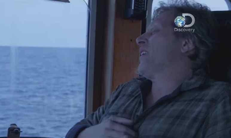 Sig clutches his chest as the heart attack takes hold on tonight's Deadliest Catch