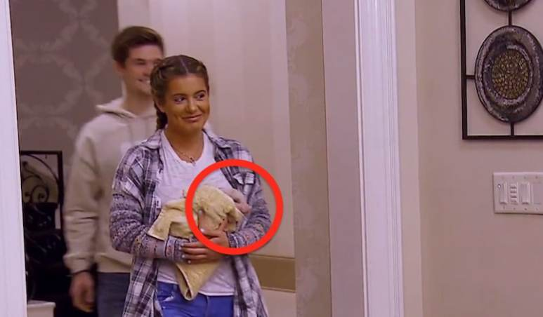 Brielle arrives with the new piglet called Chester on this week's Don't Be Tardy