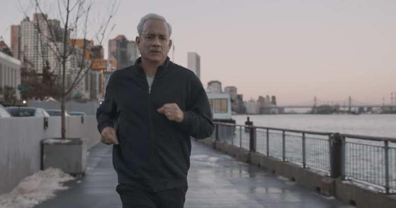 Tom Hanks running in Sully