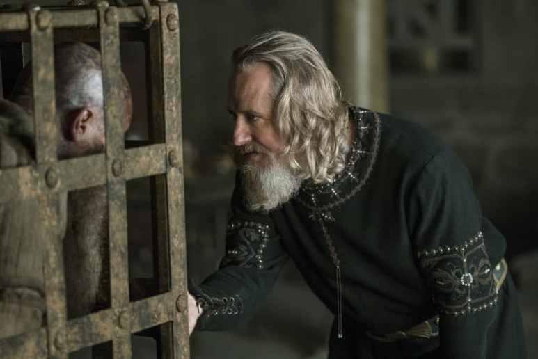 King Ecbert (Linus Roache) mulls releasing his old foe and friend Ragnar Lothbrok (Travis Fimmel)