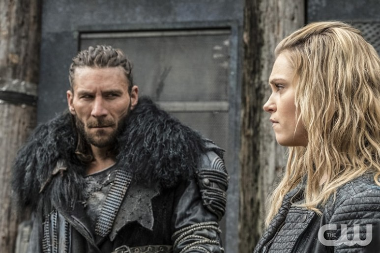 Eliza Taylor and Zach McGowan on The 100