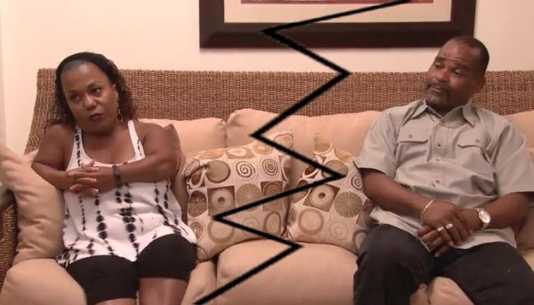 Tonya and Kerwin on a couch on Little Women: Couples Retreat