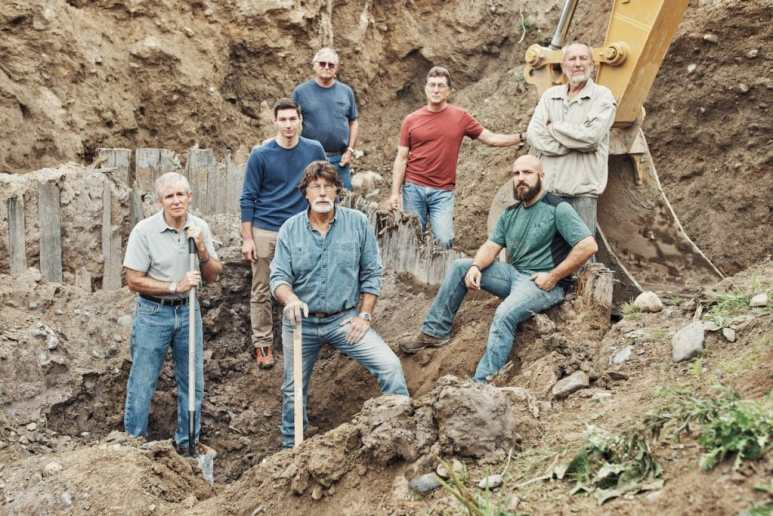 The team in the wood-lined pit on The Curse of Oak Island Season 5