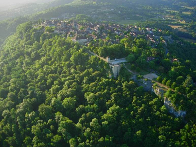 Domme is a fortified medieval town on a rocky outcrop overlooking the strategic river nearby