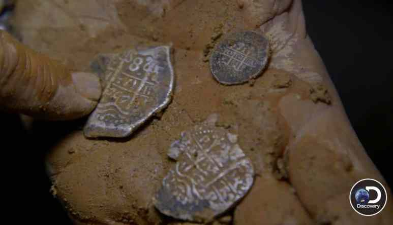 Jeremy explains what 'pieces of eight' means to the guys as they pull coin after coin out of the dirt. Pic credit: Discovery