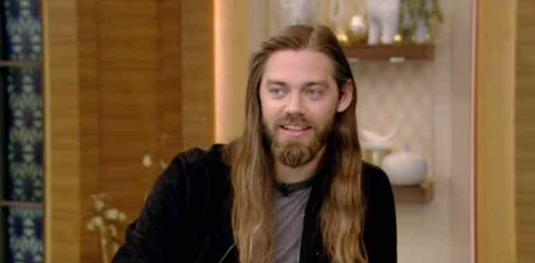 Actor Tom Payne as Jesus on The Walking Dead cast.