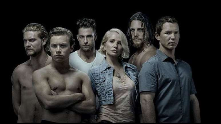 Ellen Barkin, Shawn Hatosy, Scott Speedman, Jake Weary, Ben Robson, and Finn Cole in Animal Kingdom