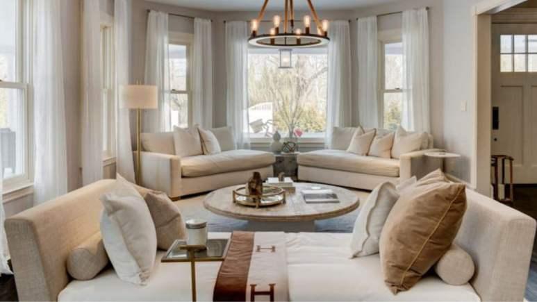 Bethenny Frankel's living room