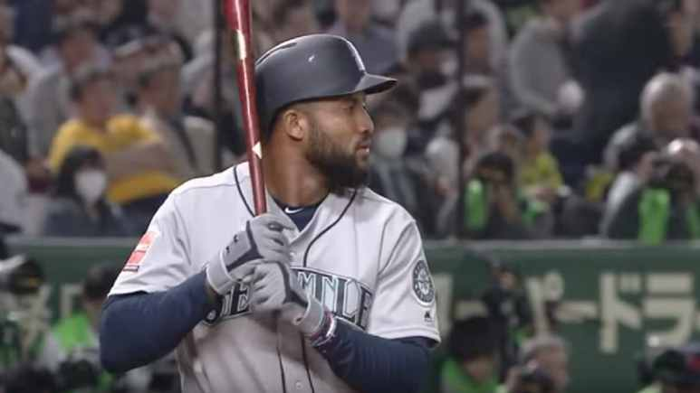 Domingo Santana hits a home run for the Seattle Mariners