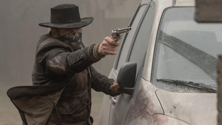 John shooting from cover on Fear the Walking Dead