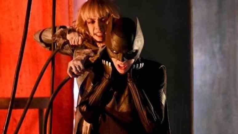 Rachel Skarsten as Alice and Ruby Rose as Batwoman.