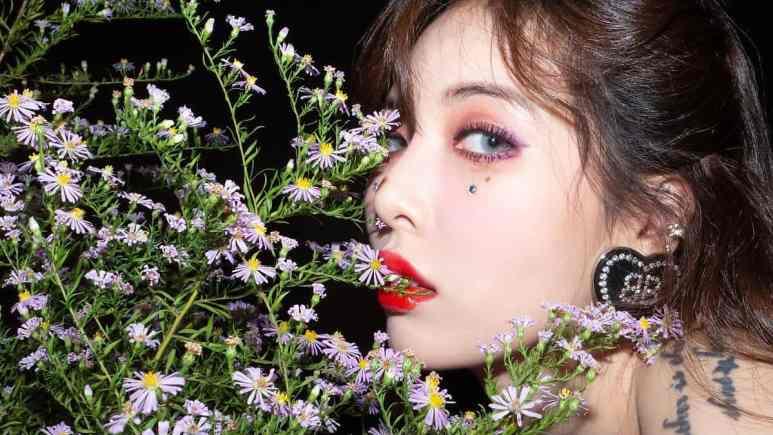 Hyuna -- Flower Shower