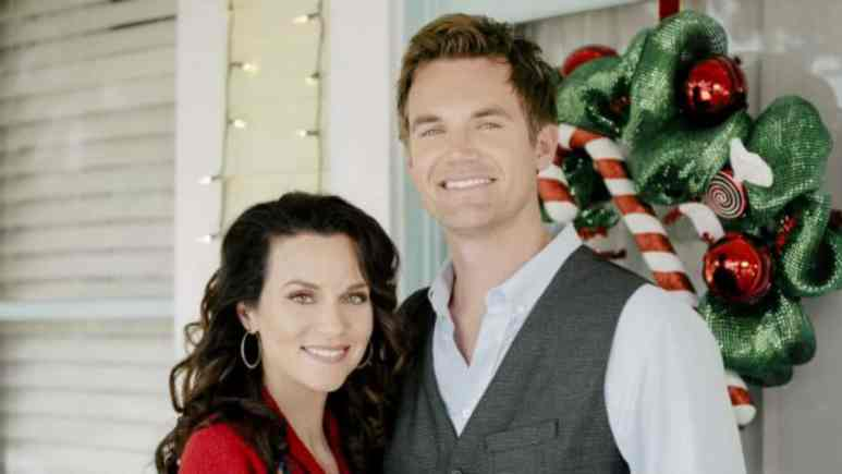 One Tree Hill stars come together for a new holiday film.