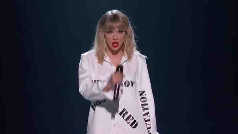 Taylor Swift during her 2019 AMAs performance