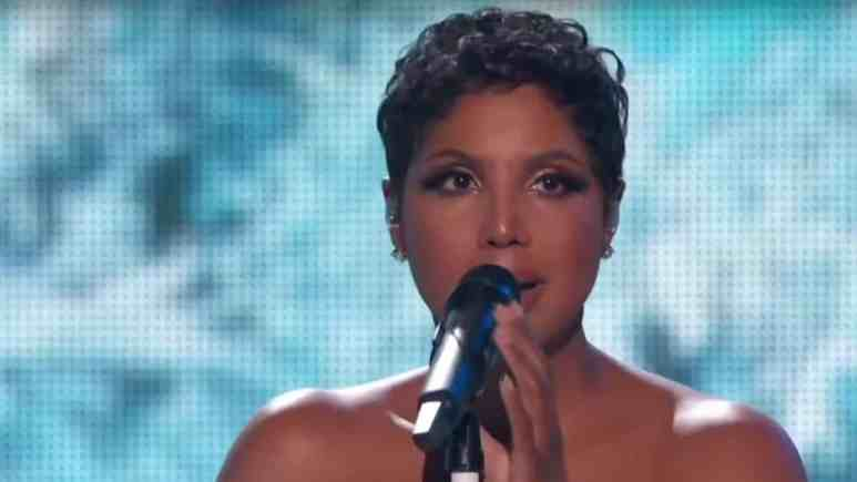 Toni Braxton performing Un-Break My Heart at the 2019 AMA Awards