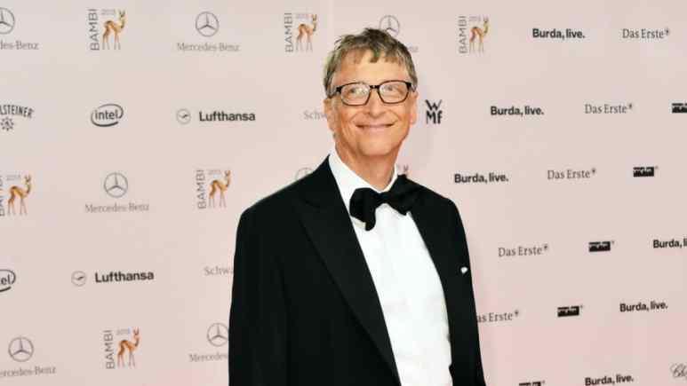 Bill Gates poses for cameras