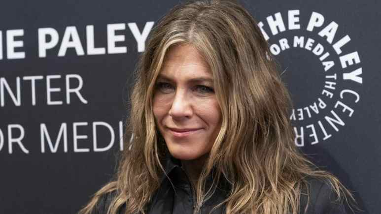 Jennifer Aniston reportedly diets for Brad Pitt reunion.