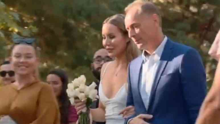 Jasmin's father walks her down the aisle