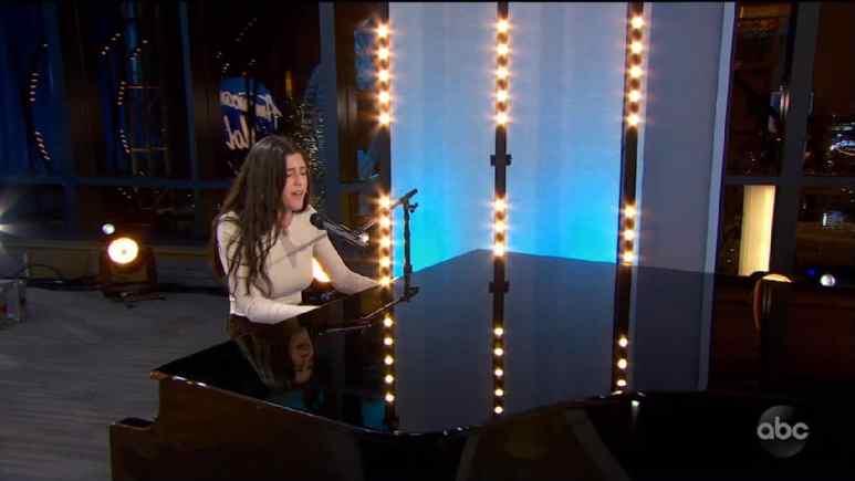 Julia Gargano plays piano on her American Idol audition