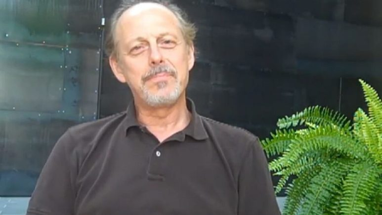 Veteran actor Mark Blum